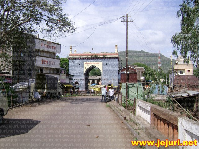 pali khandoba gate