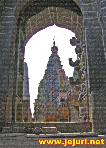 pali temple east gate