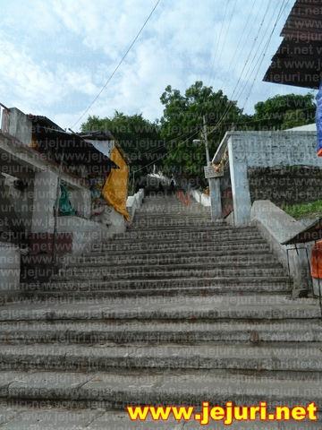 mailapur temple step