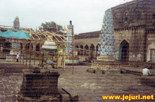 nimgoan khandoba temple court